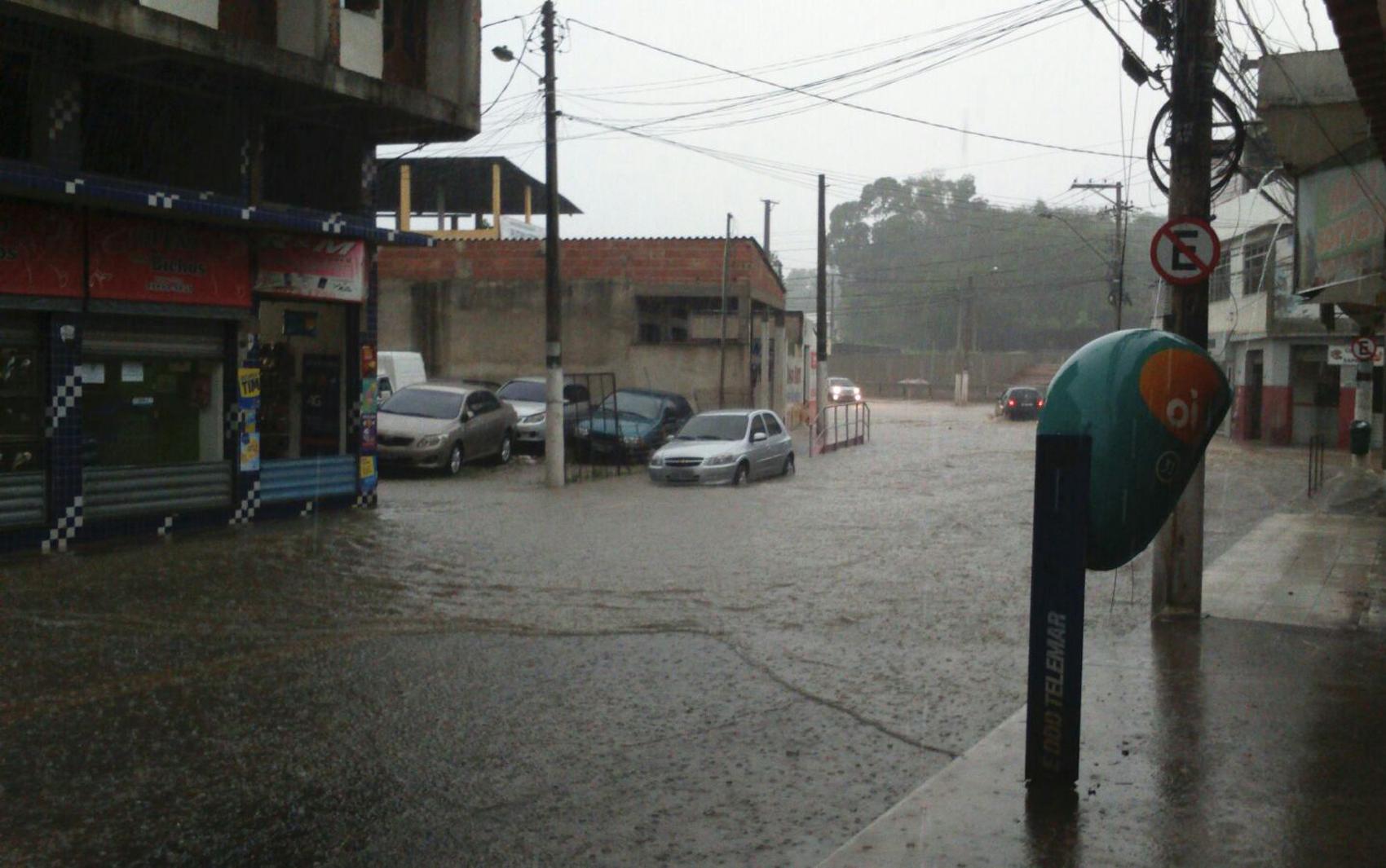 Bairro José Anchieta ficou alagado
