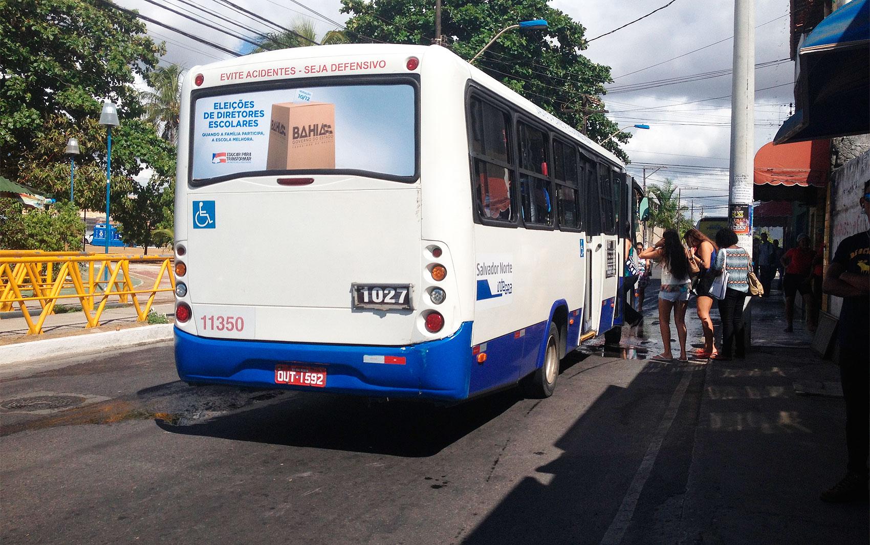 Ônibus começam a circular depois das 8h desta quarta-feira, no bairro de Stela Maris, em Salvador