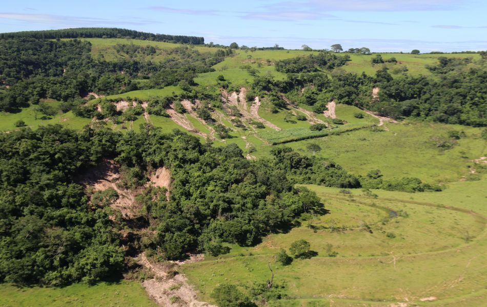 Houve deslizamento de terra na Serra de Agudos na nascente do rio Batalha