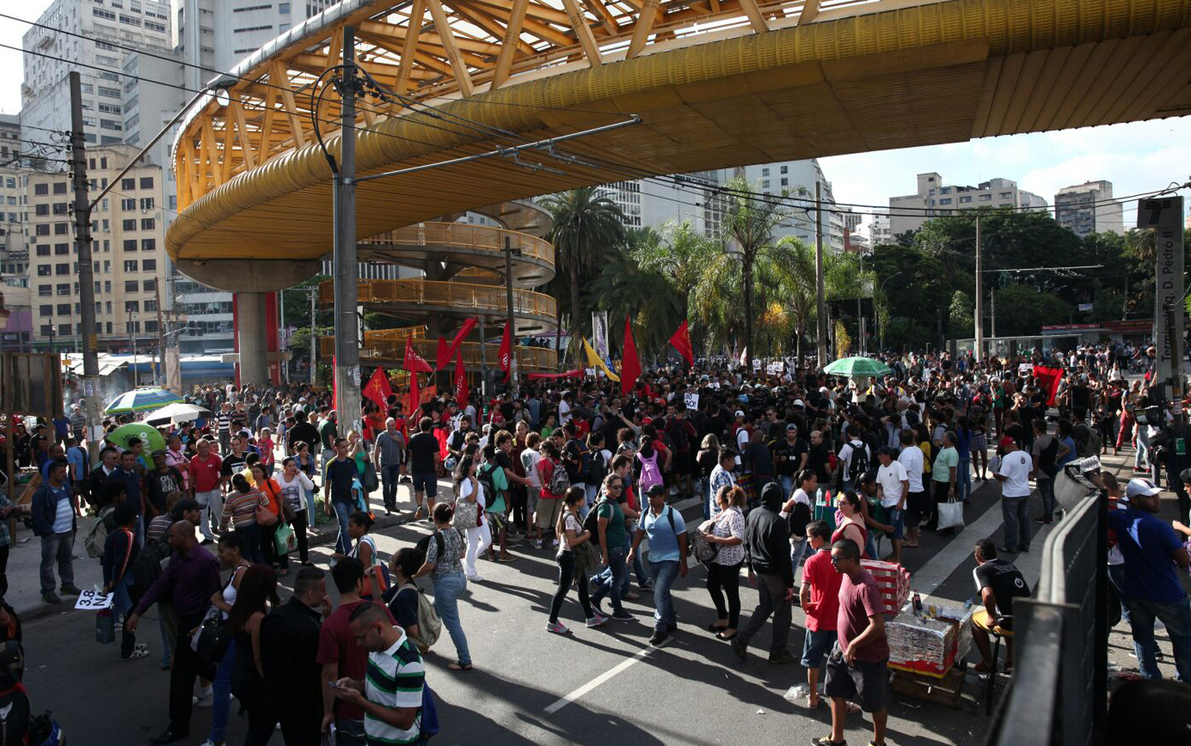Manifestantes se concentram no Parque Dom Pedro para o 5º ato contra o aumento das tarifas do transporte público
