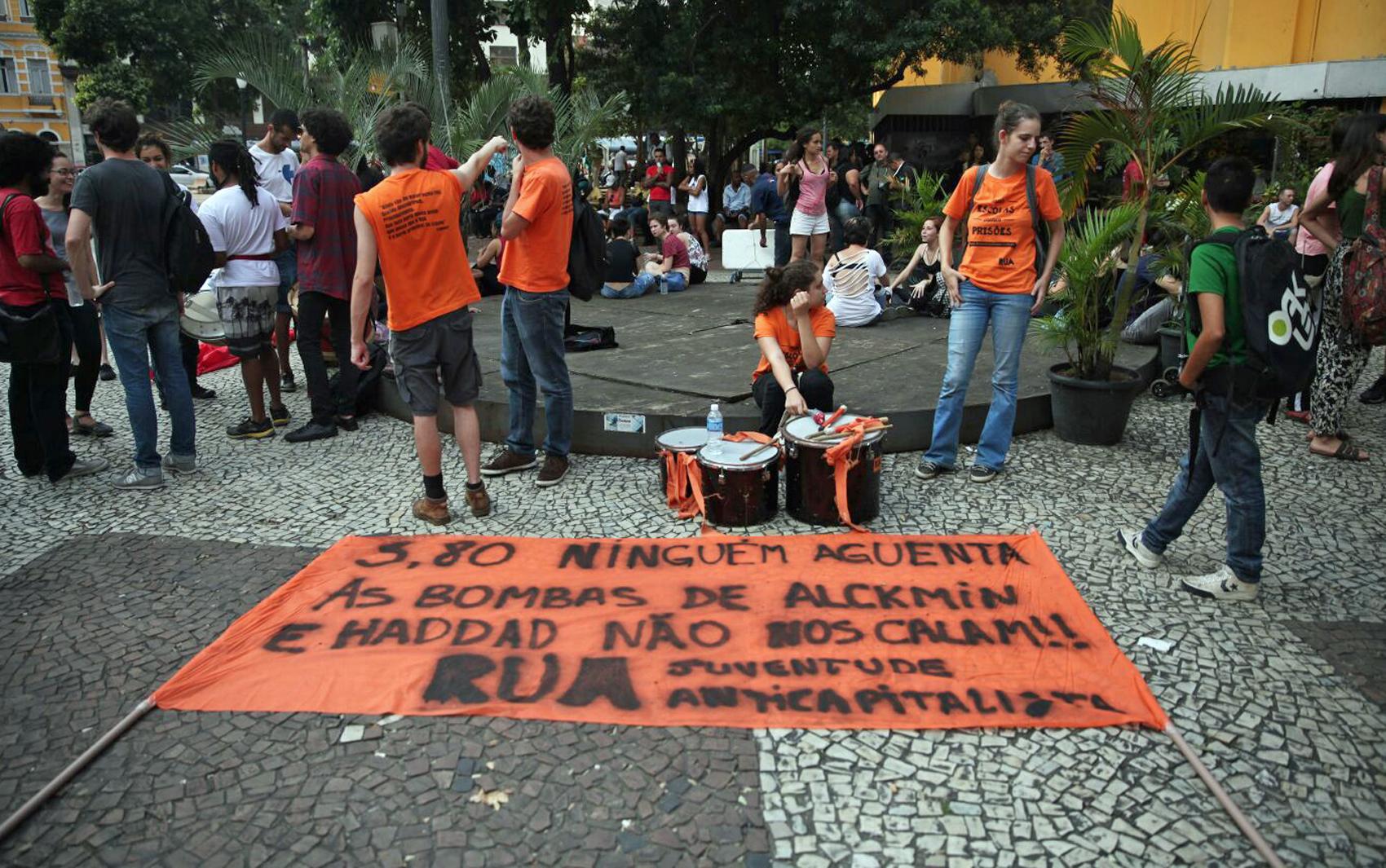 Integrantes do MPL se concentram no Largo do Paissandu para o sétimo protesto contra o aumento da tarifa do transporte público