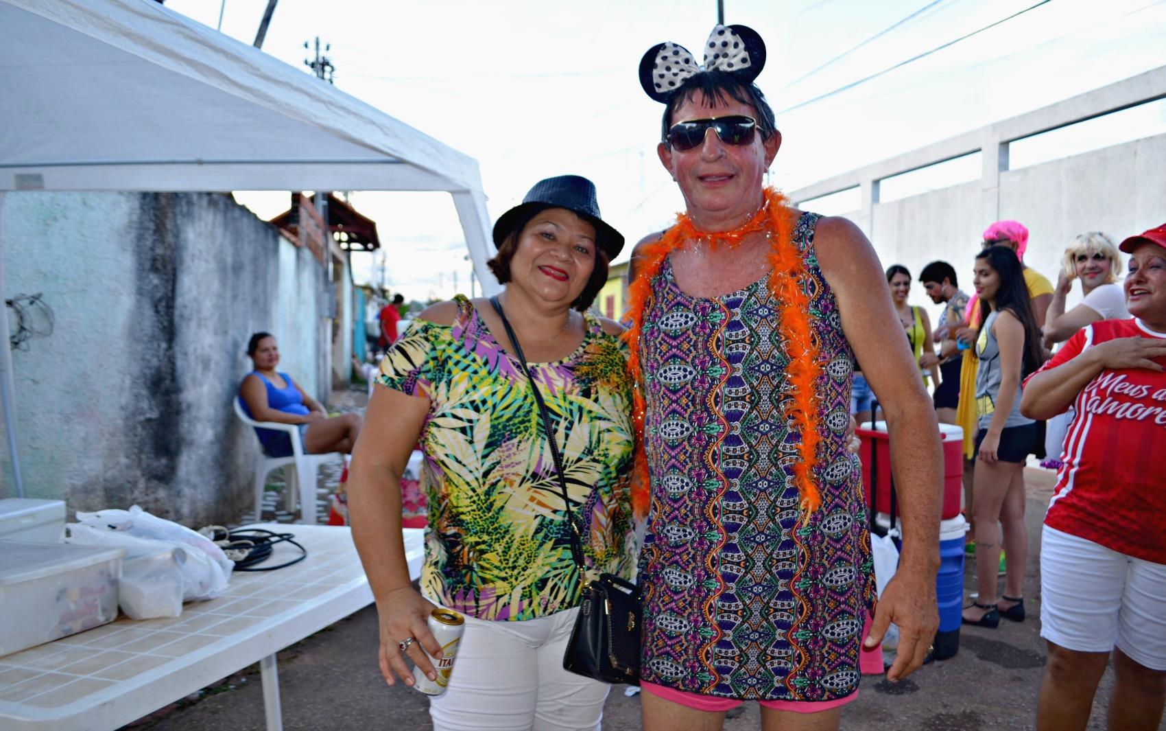 A consultora Ângela Maria Ferreira conta que todos os anos ajuda a escolher o figurino do marido