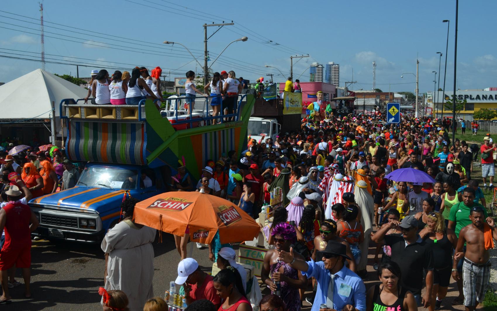 Desfile do bloco A Banda no Carnaval 2016, em Macapá