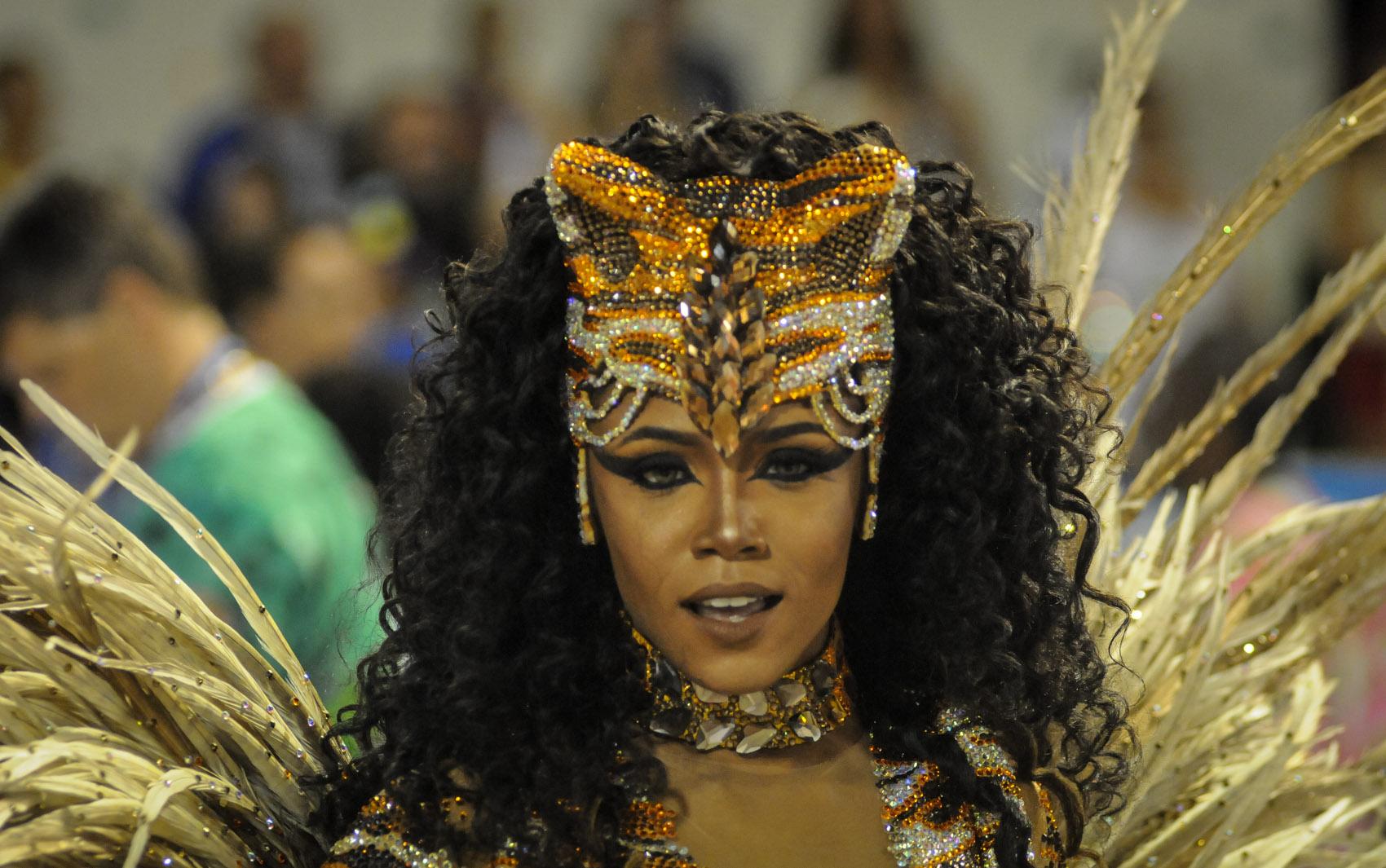 Evelyn Bastos é a rainha de bateria da Mangueira