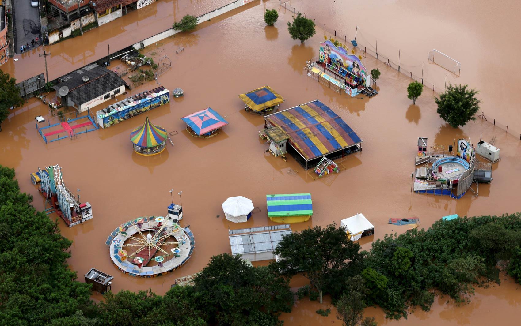 Parque de diversões foi tomado pela água em Franco da Rocha (SP) devido ao temporal que atingiu a região
