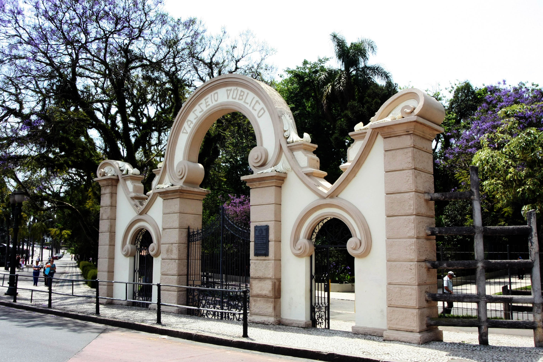 Passeio Público Passeio Público é o mais antigo parque da cidade. Criado por Alfredo D´Estragnolle Taunay, em 1886