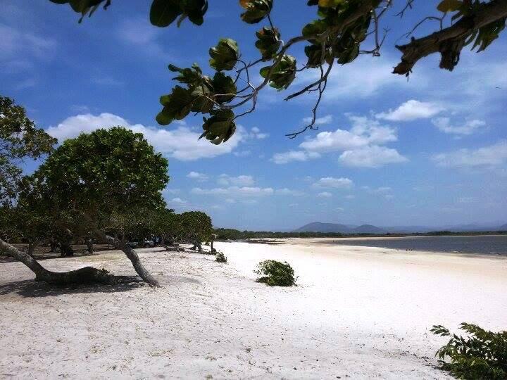 O lago Caracaranã fica localizado a 217 quilômetros de Boa Vista ou pouco mais de duas horas de viagem