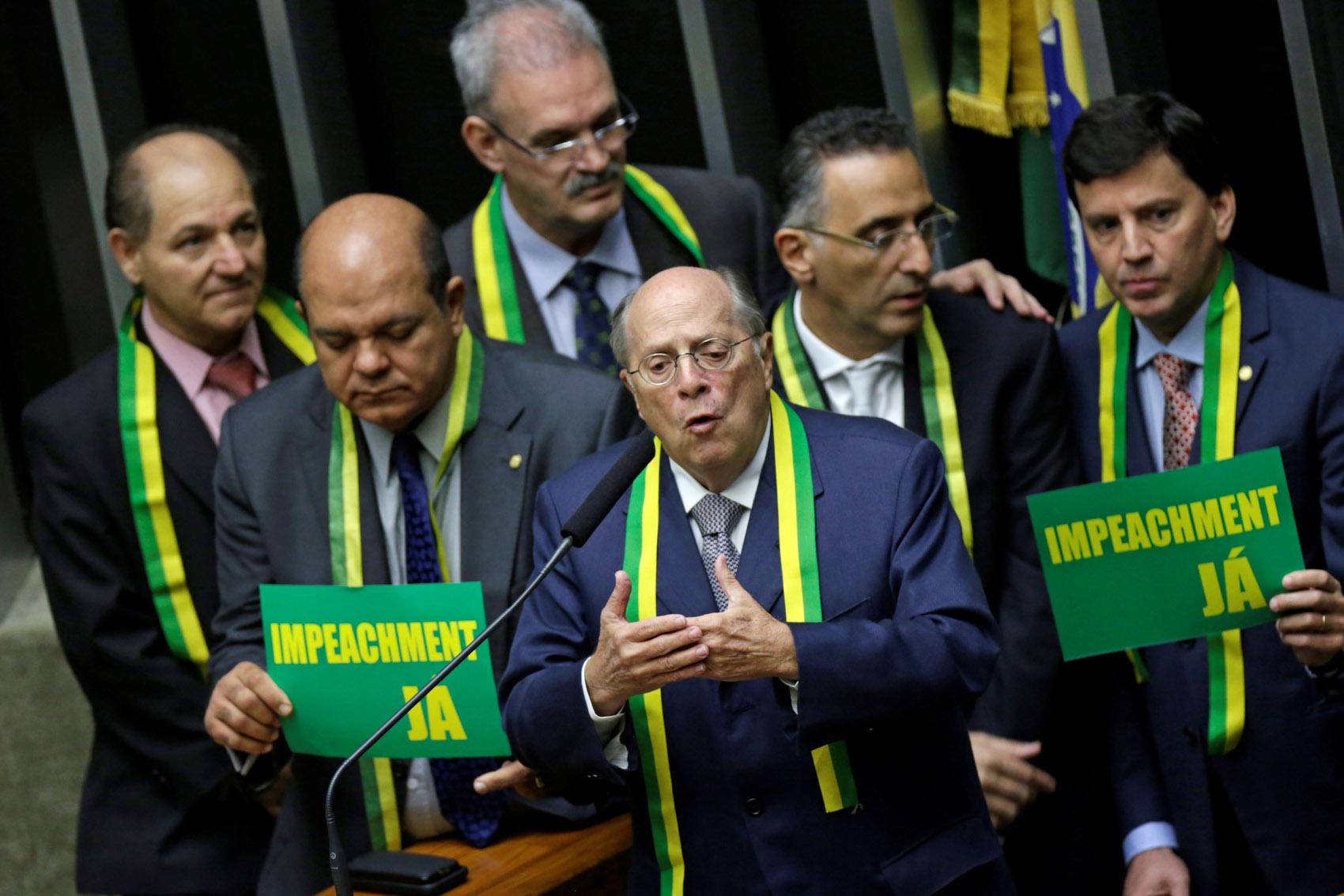 15/04 - O Jurista Miguel Reale Jr. discursa no plenário da Câmara dos Deputados, em Brasília