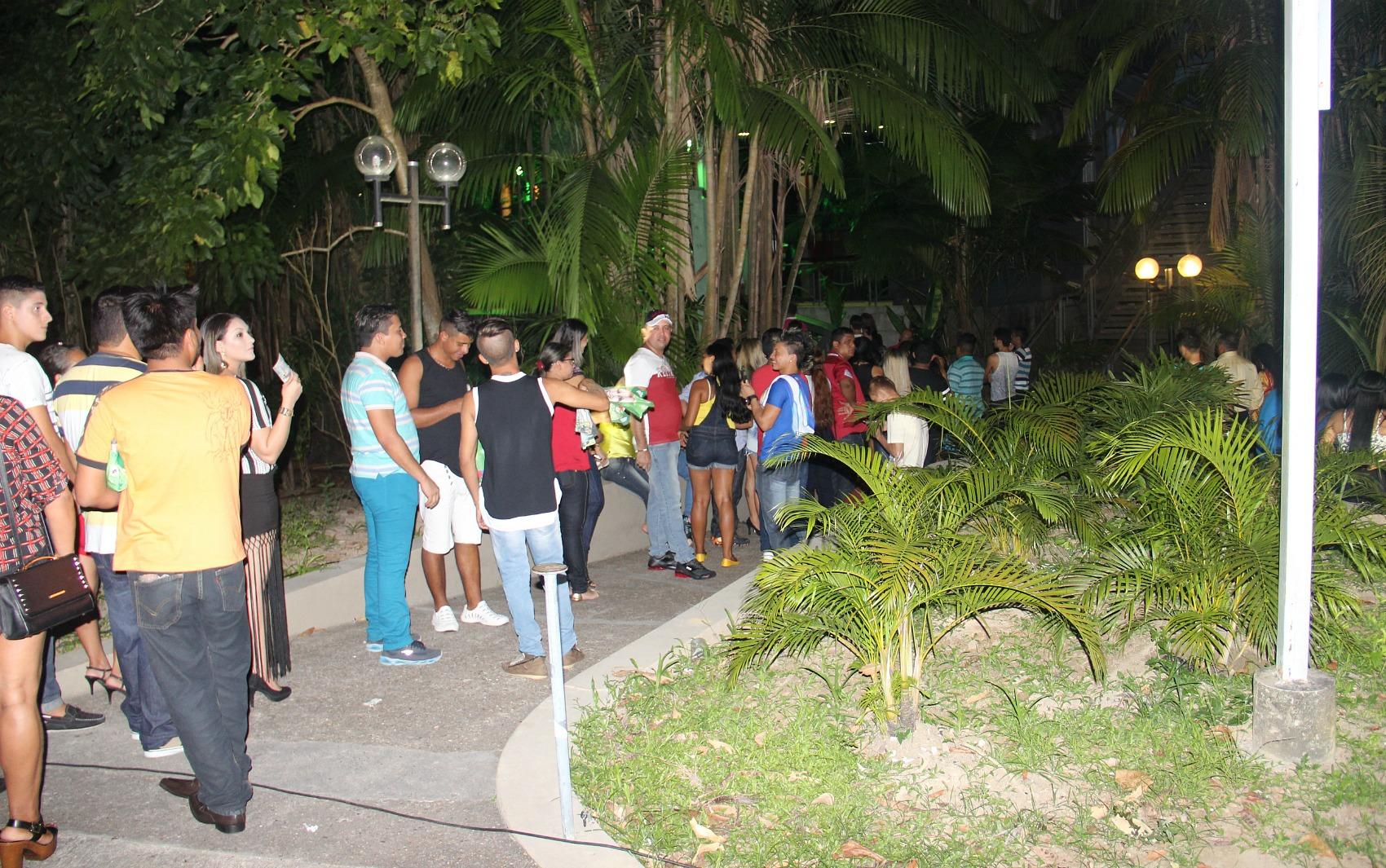 Público chegou cedo ao Studio 5 para o show de Léo Magalhães e Joelma, em Manaus. Portões foram abertos às 22h30