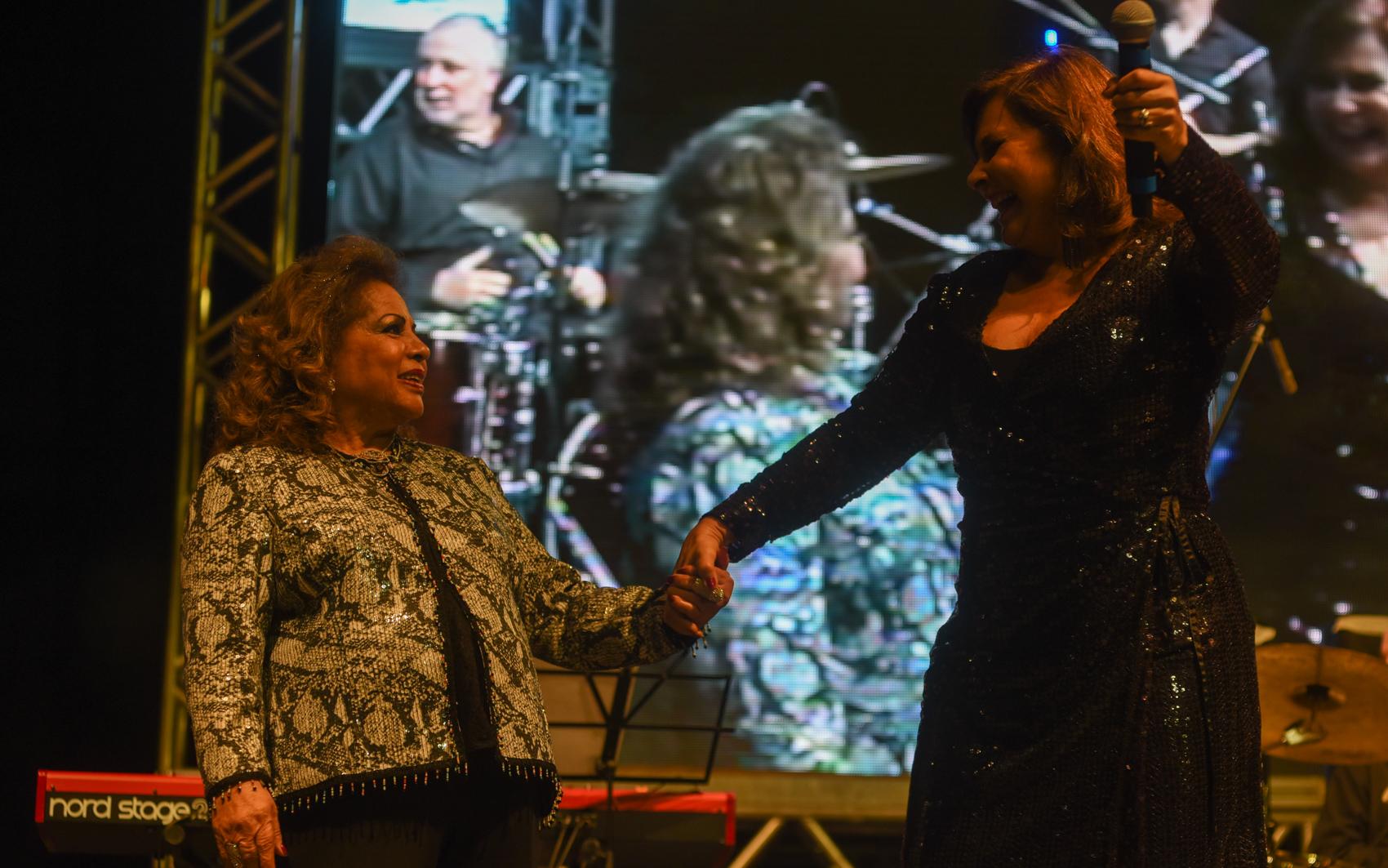 As cantoras Ângela Maria e Fafá de Belém cantaram juntas no tributo a Cauby Peixoto na Virada Cultural de São Paulo