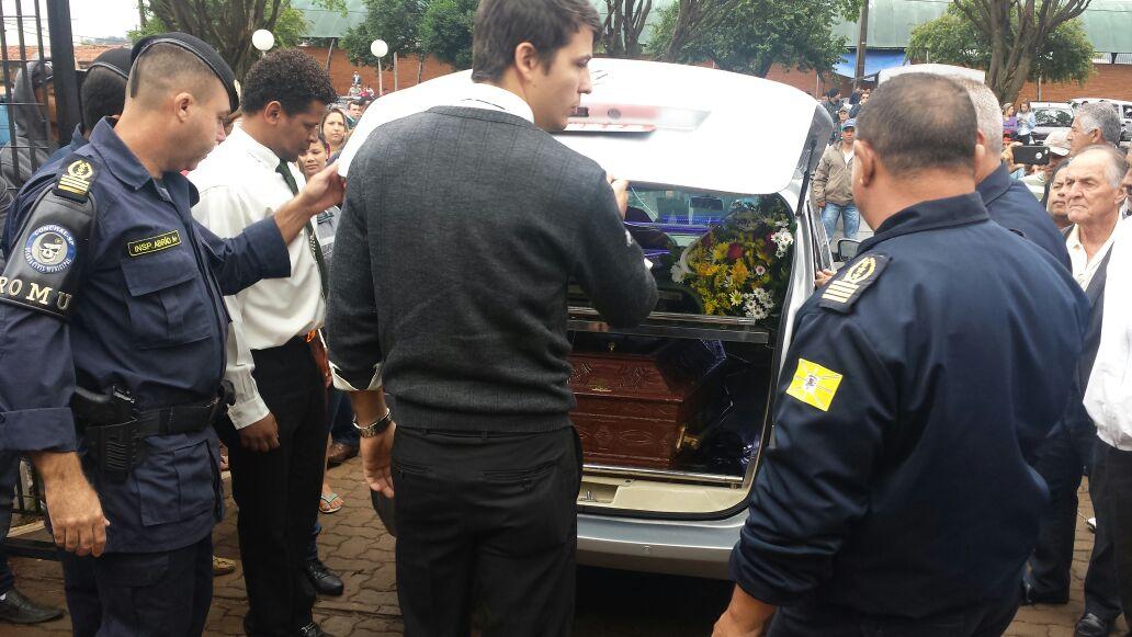 CaCorpo de Renan Ribeiro chega ao Cemitério Municipal de Conchal