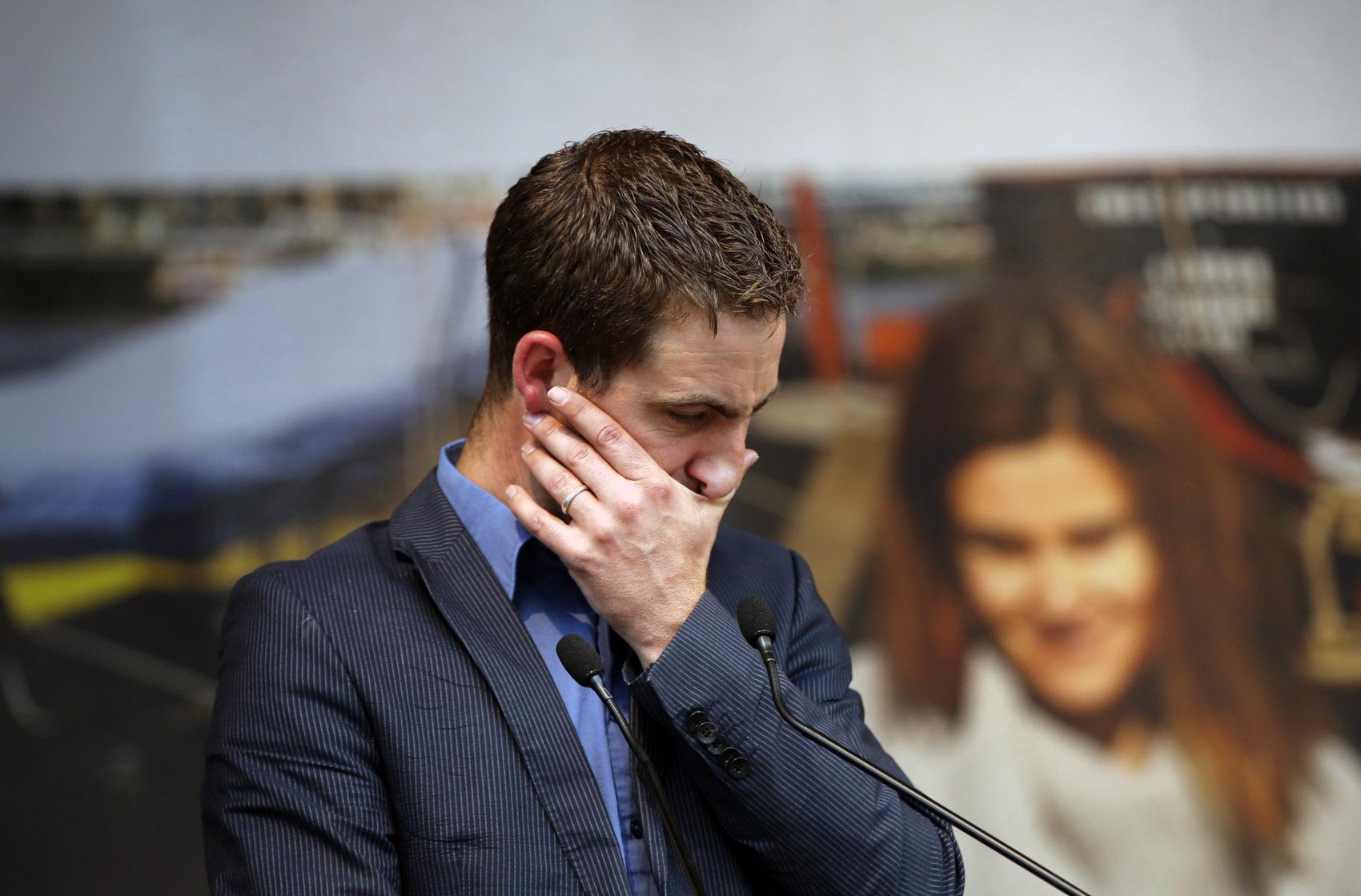 Brendan Cox, viúvo da parlamentar britânica Jo Cox, assassinada na quinta (16), discursa durante encontro para celebrar a vida  de Jo na Trafalgar Square em Londres, na Inglaterra. Ela foi esfaqueada e baleada após defender a causa dos refugiados sírios