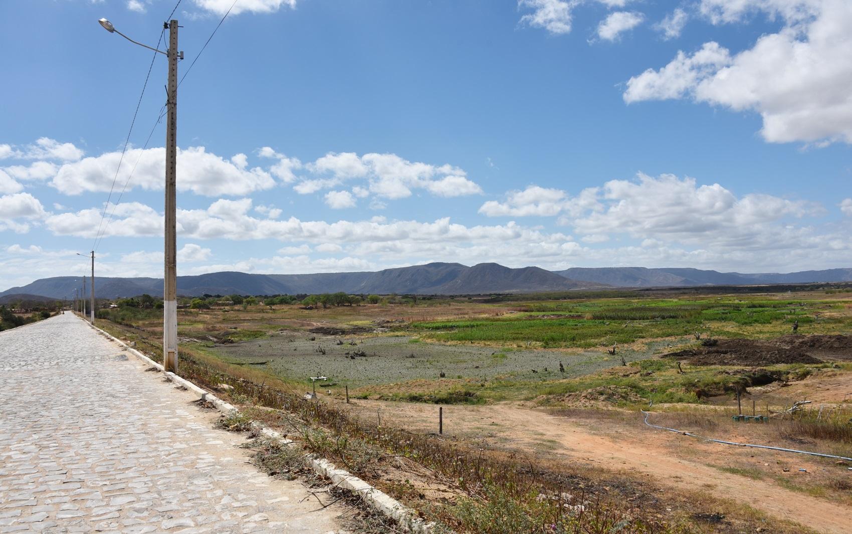 Açude da Tesoura, em Francisco Dantas, secou por completo em abril deste ano