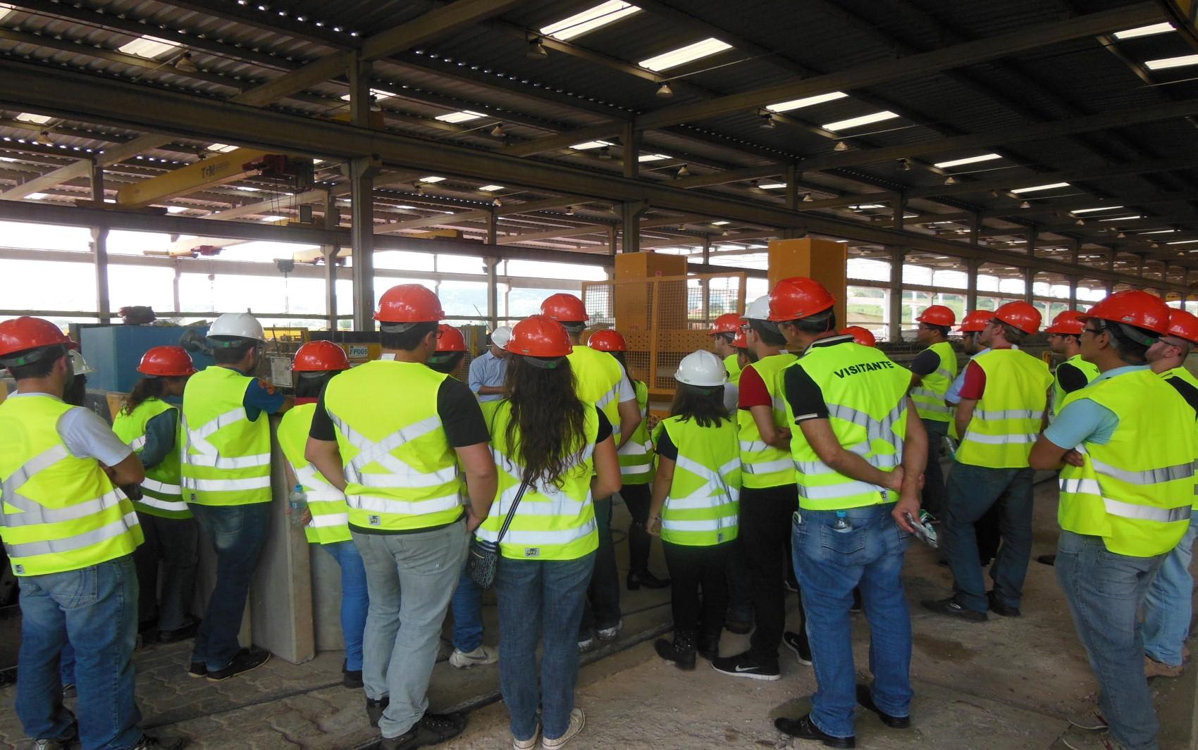 Visita dos estudantes de Engenharia Civil à Empresa Leonardi