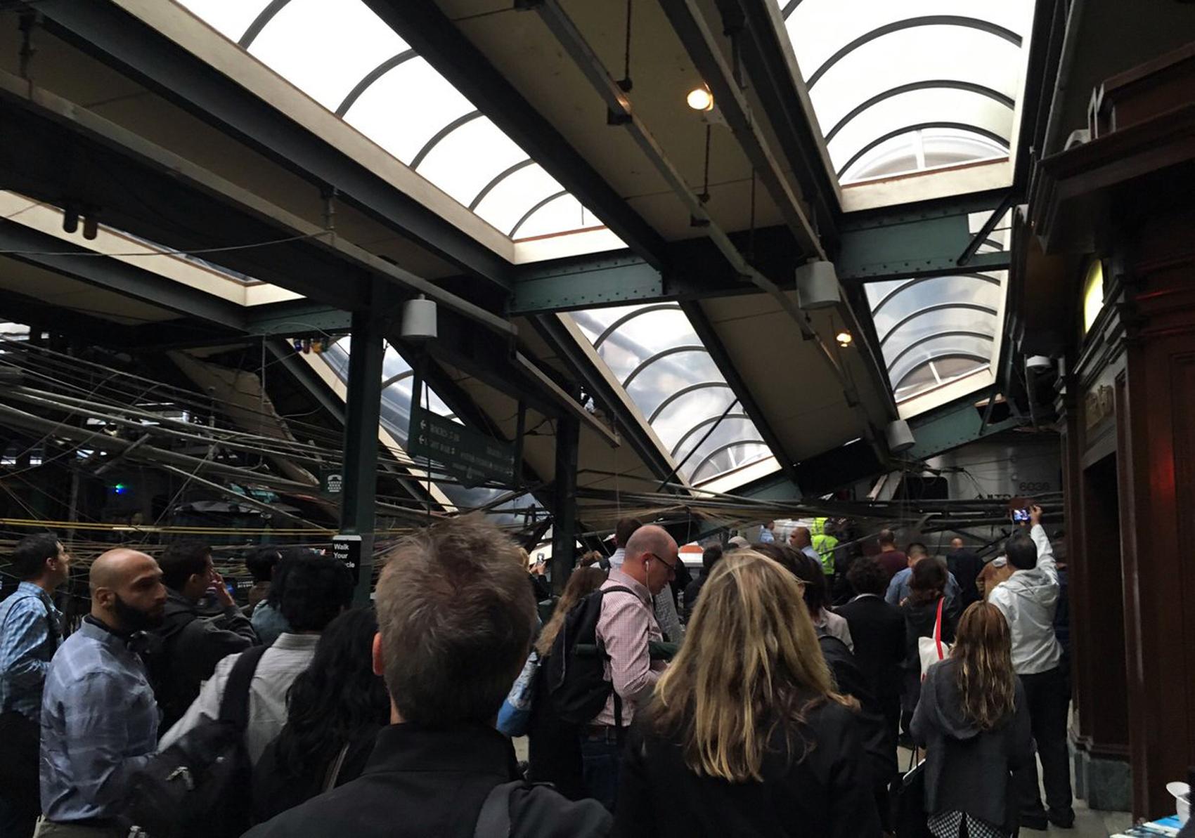 Dezenas de pessoas ficaram feridas no acidente na estação de Hoboken, no estado da Nova Jérsei
