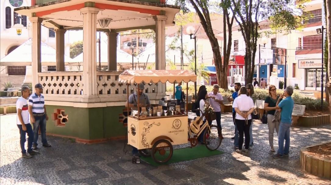 Bicicleta foi transformada em cafeteria por casal de Santa Rita do Sapucaí (Foto: Reprodução EPTV)