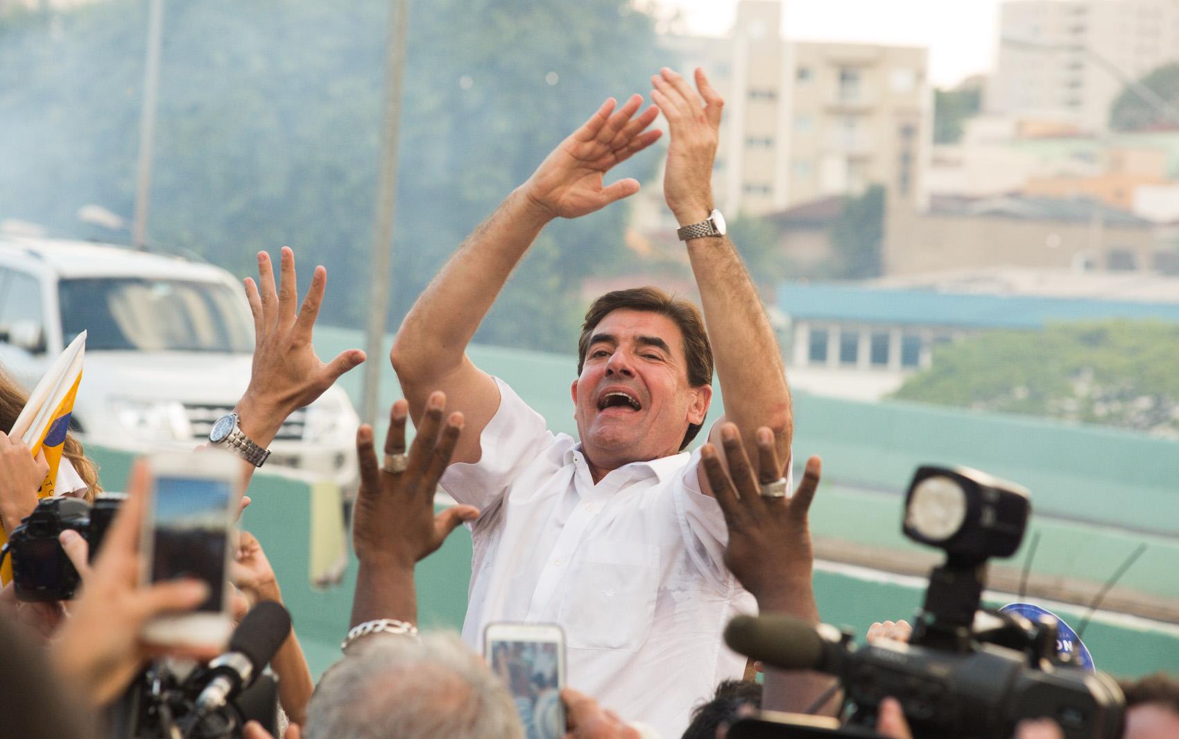 Duarte Nogueira é eleito prefeito de Ribeirão Preto e comemora com eleitores em comitê