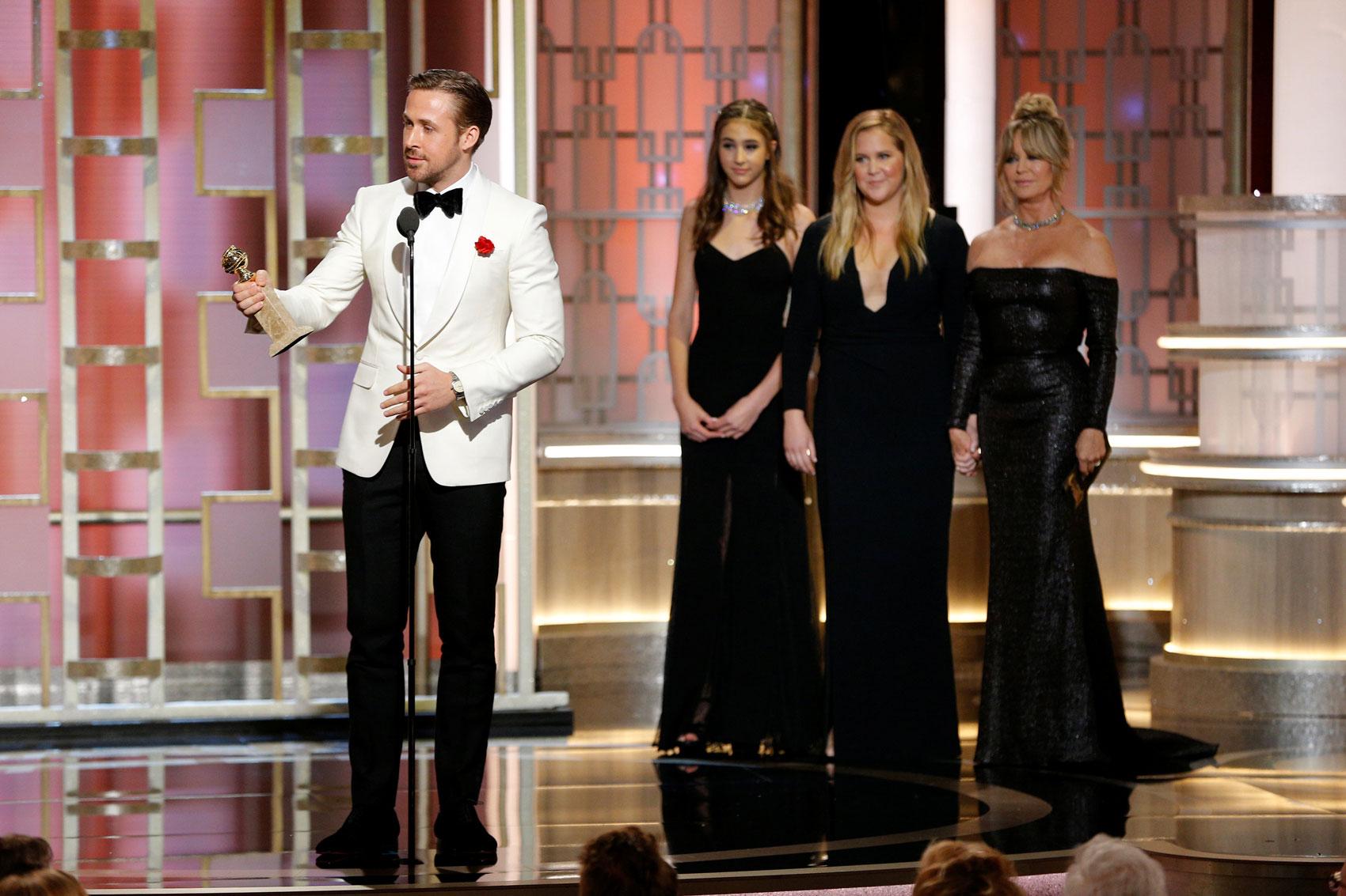 Ryan Gosling recebe Globo de Ouro de melhor ator em comédia ou musical pelo filme 'La la land: Cantando estações'