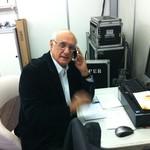 Lasier Martins preparado para o seu tradicional comentário (Foto: Luiza Carneiro/RBS TV)