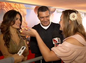 Tati Wuo entrevistando Antonio Banderas e Salma Hayek (Foto: Divulgação)