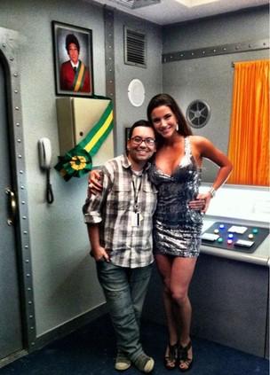 Laisa e o produtor Yago Warren nos bastidores da gravação para o Zorra Total (Foto: Arquivo Pessoal)