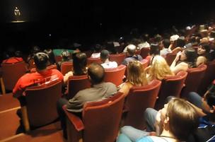 Lançamento de Amor Eterno Amor em Curitiba - Erom Cordeiro no palco do Guairinha (Foto: Divulgação/RPC TV)