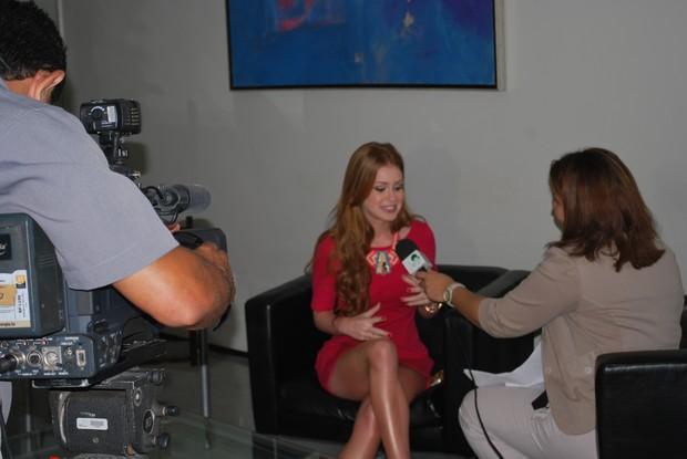 Marina Ruy Barbosa dá entrevista para a equipe do CETV  (Foto: Alynne Cardoso)