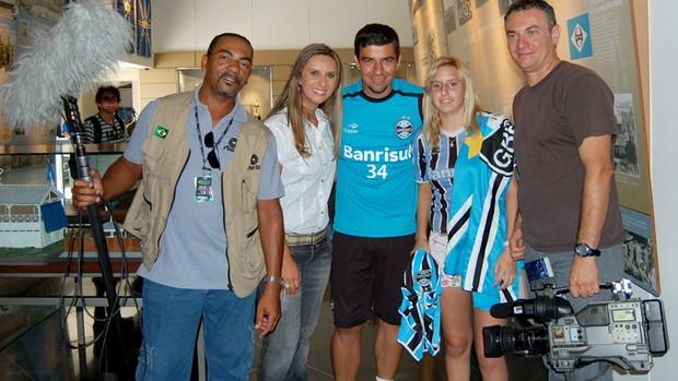 Equipe da RBS TV ao lado de Disiane e André Lima (Foto: Bruno Junqueira, TRATO.TXT)