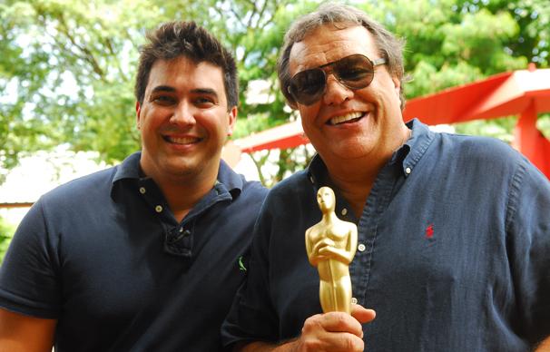 André Marques entrega o Oscar do Video Show para o diretor Dennis Carvalho