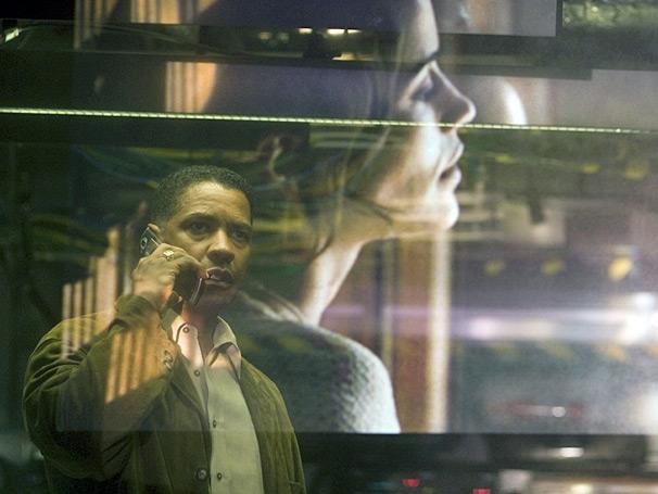 O agente federal Doug Carlin (Denzel Washington) faz de tudo para impedir uma tragédia em Déjà Vu