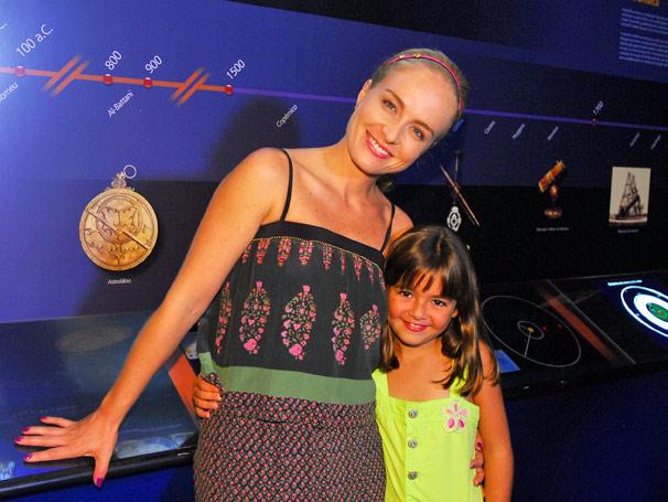 Angélica e Klara Castanho visitam o Planetário do Rio de Janeiro.