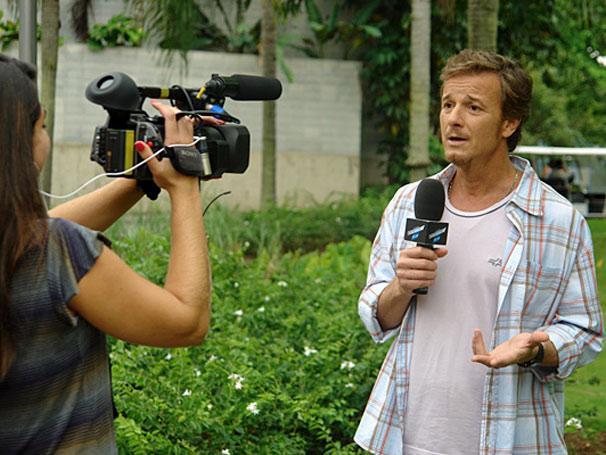Intérprete do atrapalhado bené da novela da seis da Rede Globo, Cama de Gato, o ator Marcello Novaes arranjou um tempinho em sua agenda nesta quinta, dia 4, para gravar uma entrevista para o site do Vídeo Show