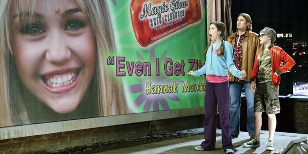 Miley (Miley Cyrus) convence a amiga a não se preocupar com a aparência