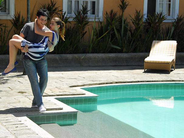 Miguel (Mateus Solano) e Luciana (Alinne Moraes)