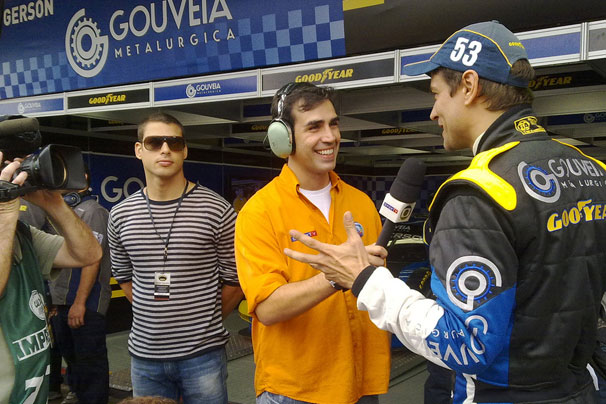 Gerson Gouveia (Marcello Antony) é entrevistado pelo SporTV