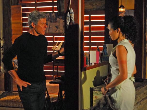 Soraia (Nanda Costa) pede desculpas a Marcos