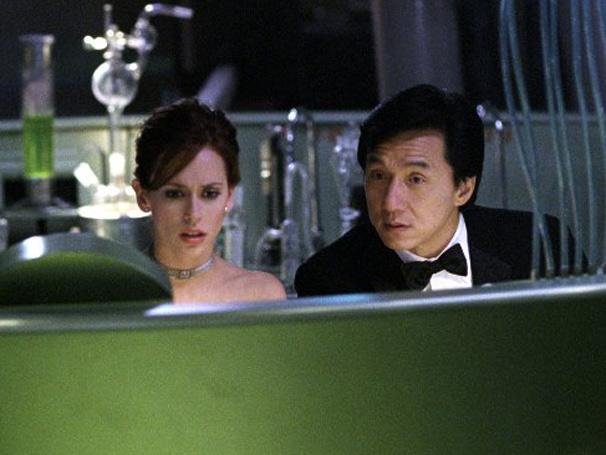 Jimmy Tong (Jackie Chan) com a parceira Del Blaine (Jennifer Love Hewitt)