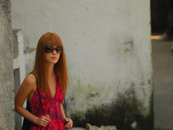 Viviane (Nathalia Dill) se disfarça no capítulo desta quinta