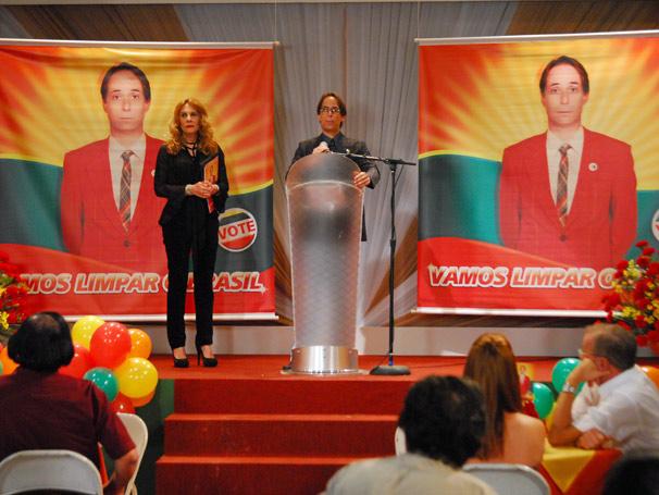 Agostinho (Pedro Cardoso) e Carminda (Renata Sorrah)