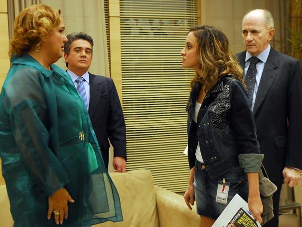 Duran (Sandro Christopher), Alberta (Cláudia Jimenez), Júlio (Carlos Gregório) e Alana (Thayana Dantas)