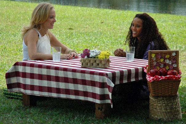 Angélica leva a atriz Taís Araújo até o Bosque da Barra para  um  papo sobre família, carreira e amor