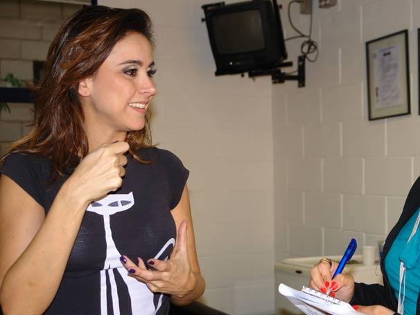 A atriz Alexandra Martins, a vaidosa Duba Lumbriga de Tempos Modernos, revela alguns truques de beleza e maquiagem para o site da Rede Globo. Confira a reportagem - e uma bela galeria de fotos - daqui a pouquinho!