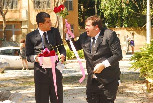 Pedrão (Marcius Melhem) e Jorginho (Leandro Hassum) tentam arrumar uma namorada