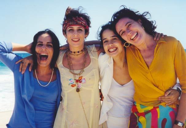 Selma (Gloria Pires), Regina (Andrea Beltrão), Laura (Paloma Duarte) e Lúcia (Lilia Cabral) são obrigadas a confrontar seus diferentes estilos de vida em 'A Partilha'