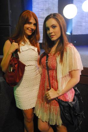 Rosário (Mariah Rocha) e Laís (Cecília Dassi)