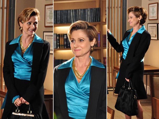 A blusa azul de seda é da loja Lita Mortari
