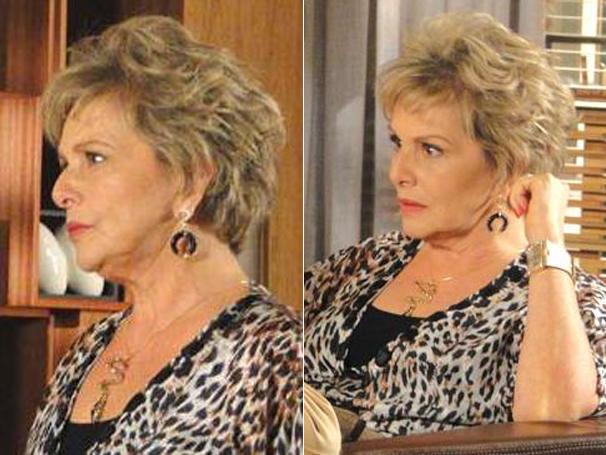 Clô (Irene Ravache) chamou atenção com seu colar de cobra