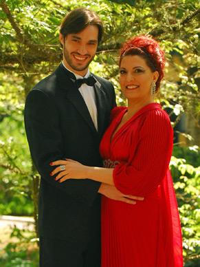 Tom (Guilherme Trajano) e Mirella (Mirna Rubim)