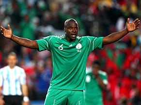 O zagueiro Danny Shittu, da Nigéria, recebeu atestado da FIFA de que foi aprovado no exame antidoping