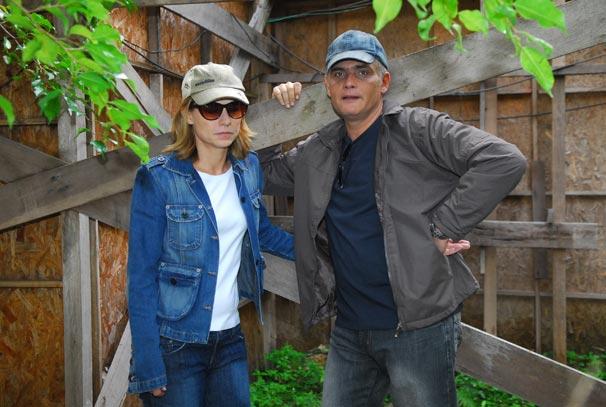 Cissa (Vera Zimmermann) e Paulo Roberto (Tarcísio Filho) fogem, com medo de serem reconhecidos